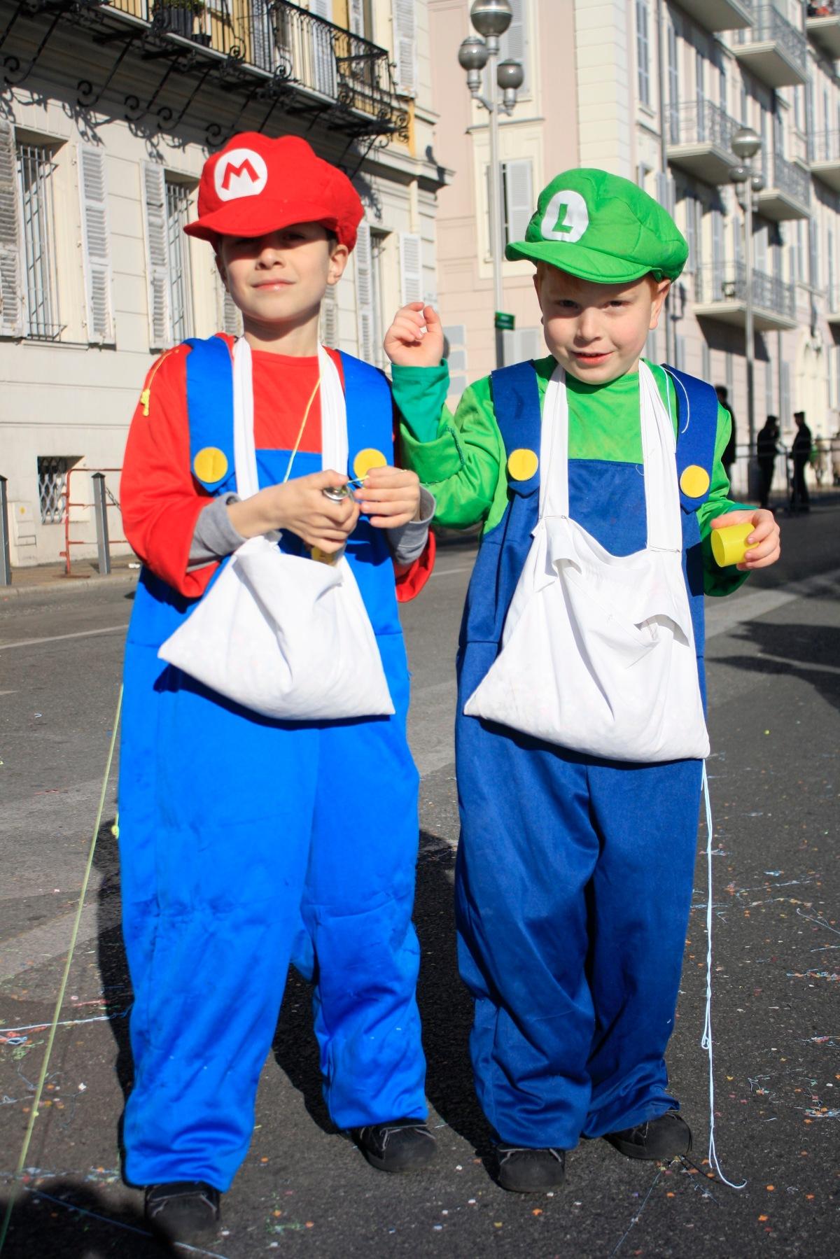 carnaval_de_nice_déguisement_enfant_mario