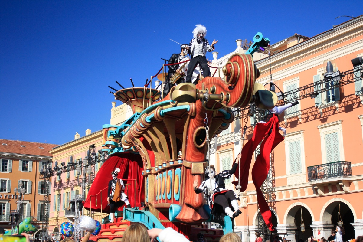 parade_chars_carnaval_de_nice_15